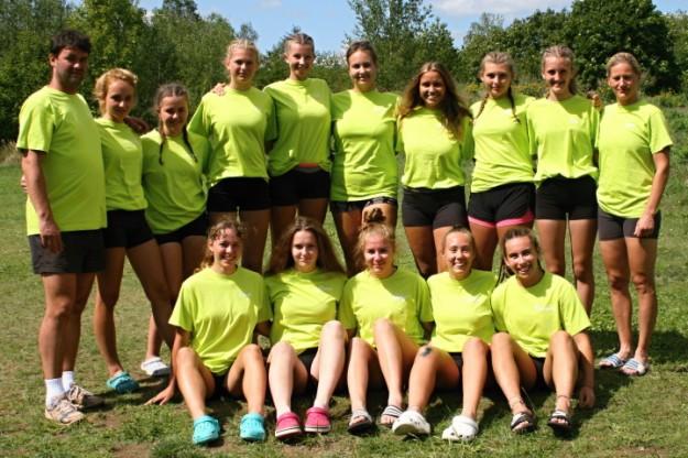 Na snímku celý tým juniorek před začátkem sezóny